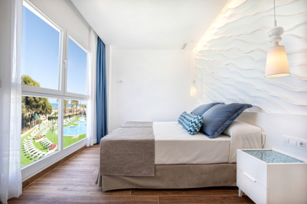 Alcossebre-Sea-Experience-4-Estrellas-Apartamento-2-dormitorios-Familiar-Frontal-Vista-Mar-Dormitorio