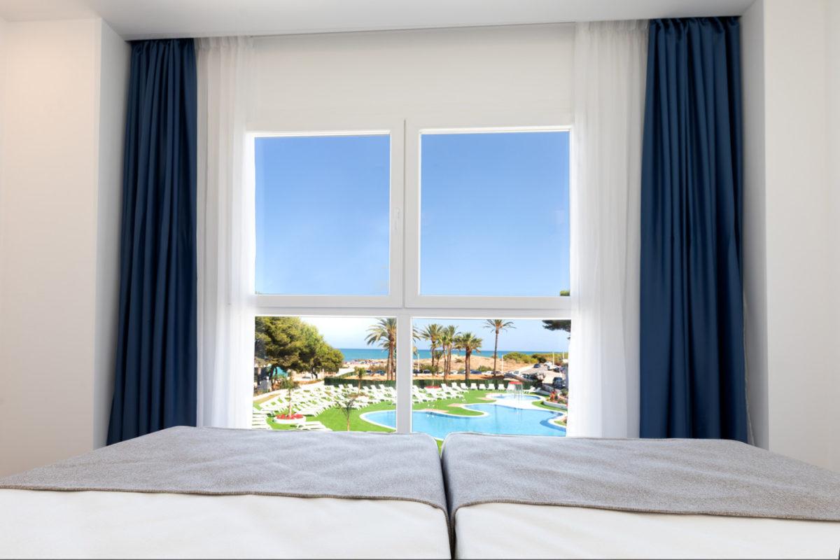 Bono Viaje Alcossebre-Sea-Experience-4-Estrellas-Apartamento-2-dormitorios-Familiar-Frontal-Vista-Mar-Dormtorio-Vistas