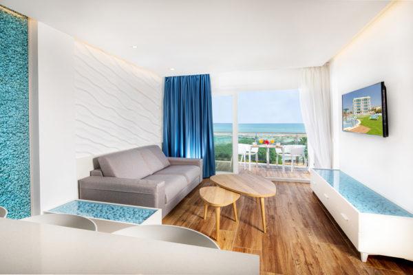 Alcossebre-Sea-Experience-4-Estrellas-Apartamento-2-dormitorios-Familiar-Frontal-Vista-Mar-Salon-Terraza