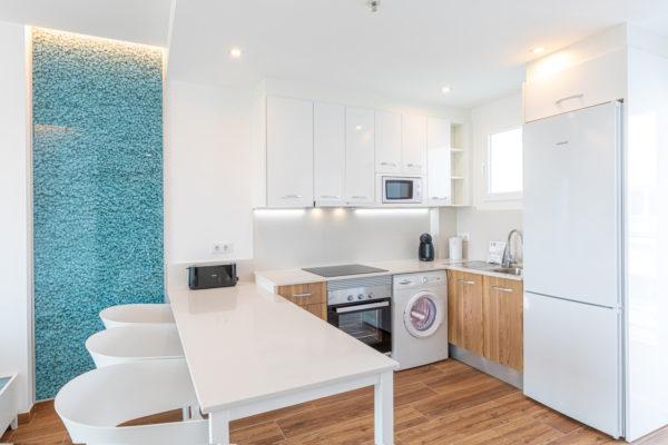 Alcossebre-Sea-Experience-Aparthotel-4-Estrellas-Apartamento-1-dormitorio-baño-adaptado-Cocina