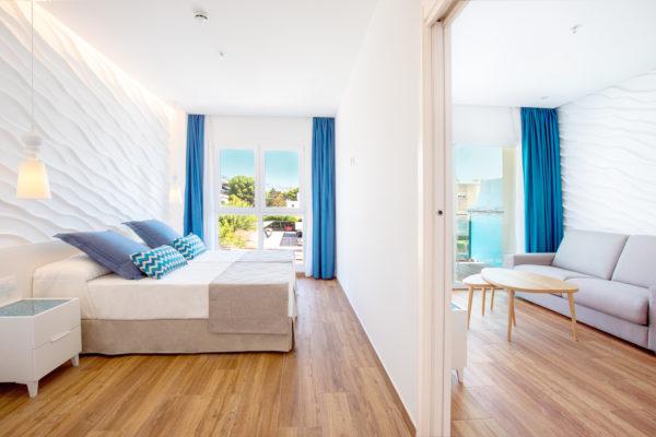 Alcossebre-Sea-Experience-Aparthotel-4-Estrellas-Apartamento-1-dormitorio-baño-adaptado-Dormitorio-Salon