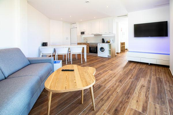 Alcossebre Sea Experience Aparthotel 4 Estrellas Apartamento 2 Dormitorios Vista Piscina y Mar Salon Cocina