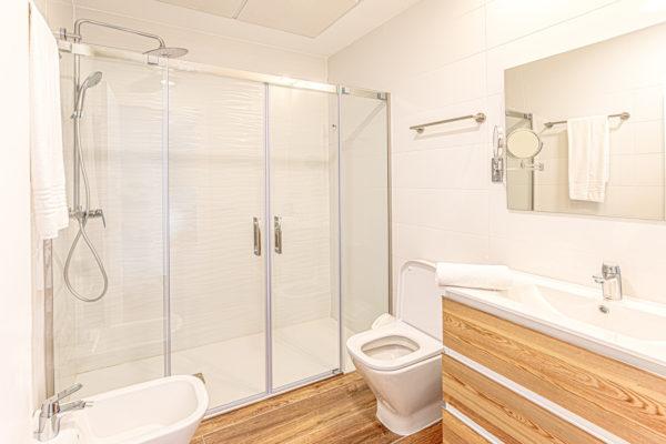 Alcossebre-Sea-Experience-Aparthotel-4-Estrellas-Apartamento-2-dormitorios-Terraza-Premium-Baño