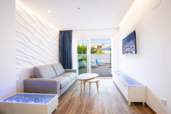 Alcossebre-Sea-Experience-Aparthotel-4-Estrellas-Apartamento-2-dormitorios-Terraza-Premium-Salon-Terraza