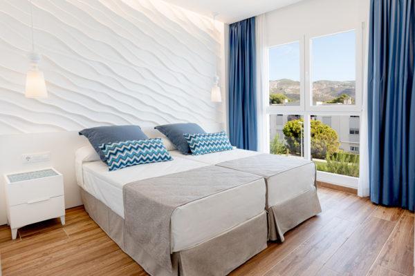 Alcossebre-Sea-Experience-Aparthotel-4-Estrellas-Apartamento-2-dormitorios-Vista-Mar-Lateral-Dormitorio-Vistas1