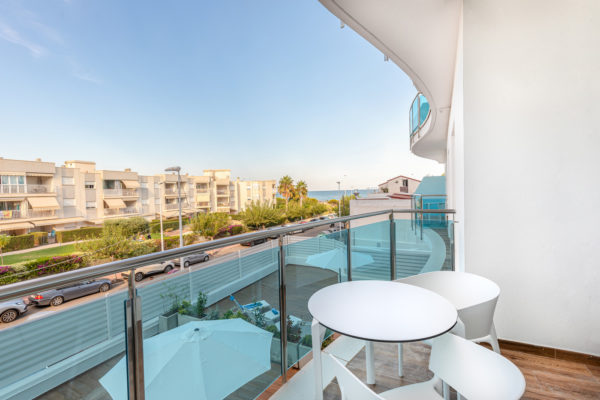 Alcossebre-Sea-Experience-Aparthotel-4-Estrellas-Apartamento-2-dormitorios-Vista-Mar-Lateral-Terraza-Vistas1