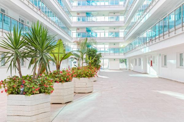 Alcossebre-Sea-Experience-Aparthotel-4-Estrellas-Patio