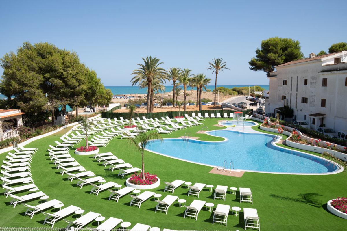 Oferta larga estancia. Teletrabajo en la playa Alcossebre-Sea-Experience-Aparthotel-4-Estrellas-Piscina-Jardin-1
