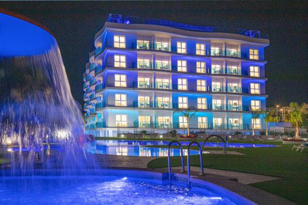 Alcossebre-Sea-Experience-Aparthotel-4-Estrellas-Piscina-Seta-Noche-1