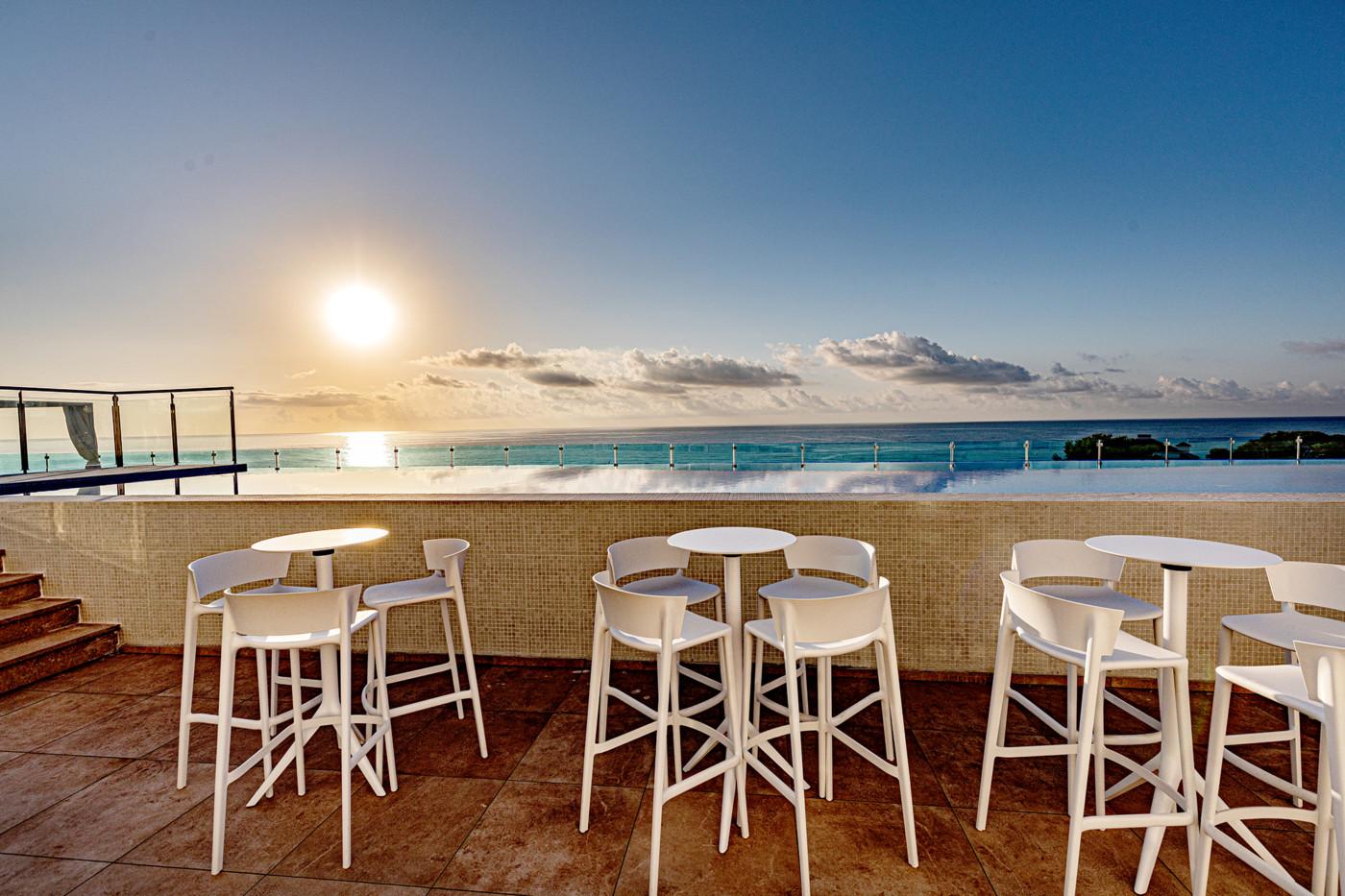 Alcossebre-Sea-Experience-Aparthotel-4-Estrellas-Skybar-Amanecer-1