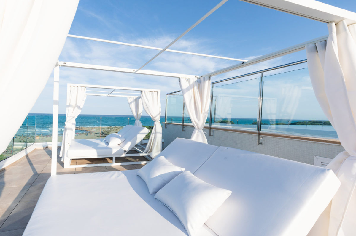 Teletrabajo en la playaBalinesas del Skybar de Alcossebre Sea Experience