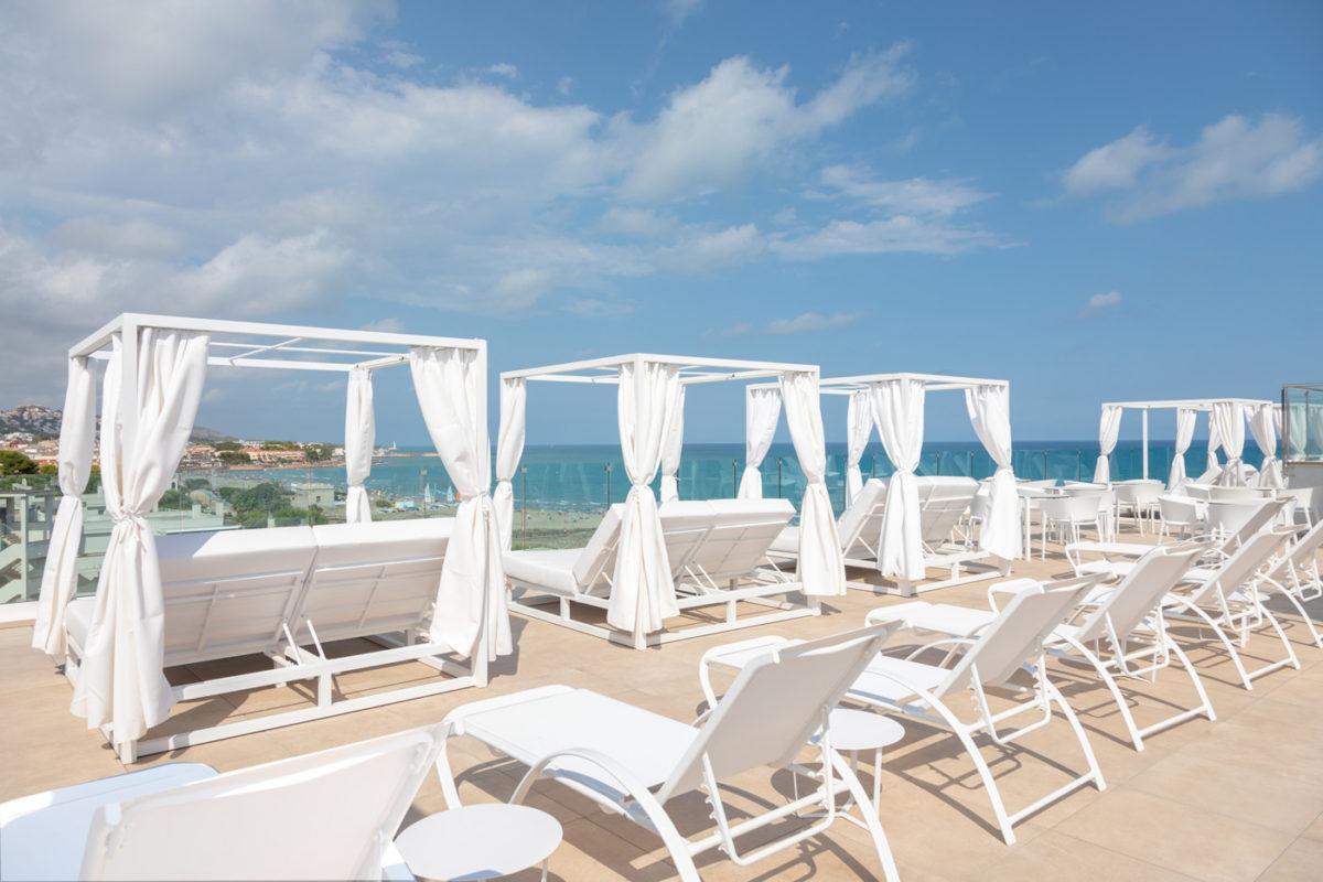 Alcossebre-Sea-Experience-Aparthotel-4-Estrellas-Skybar-Balinesas-Hamacas-1