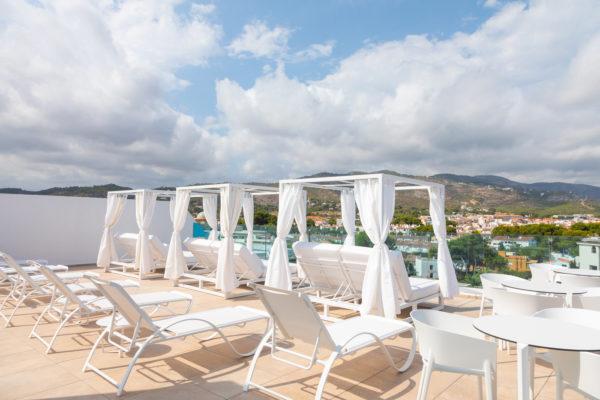 Alcossebre-Sea-Experience-Aparthotel-4-Estrellas-Skybar-Balinesas-Montaña-1