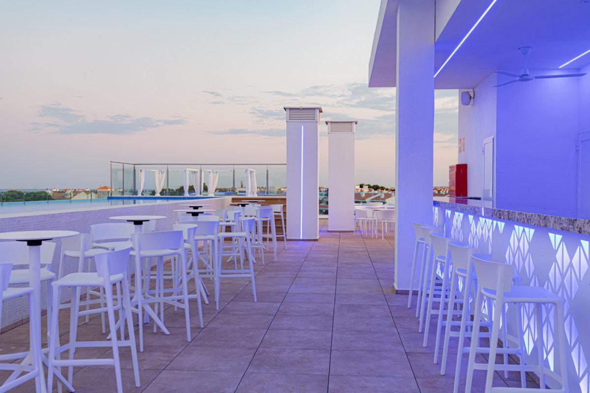 Alcossebre-Sea-Experience-Aparthotel-4-Estrellas-Skybar-Barra-1