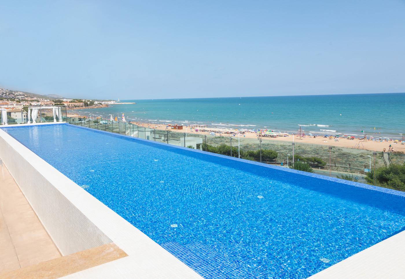 Alcossebre-Sea-Experience-Aparthotel-4-Estrellas-Skybar-Piscina-Playa-2